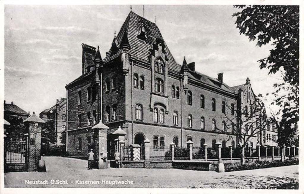 """Stara pocztówka przedstawiająca koszary Pruskie.Obecnie znajduje się tutaj Szkolne schronisko Młodzieżowe """" Dąbrówka"""" w Prudniku"""
