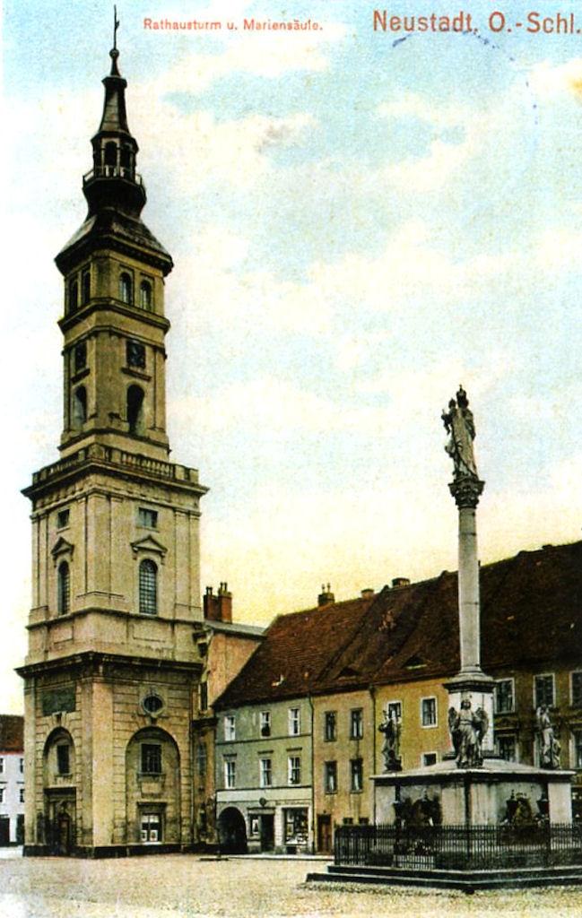 Stara pocztówka przedstawiająca Kolumnę Maryjną i Ratusz na rynku w Prudniku