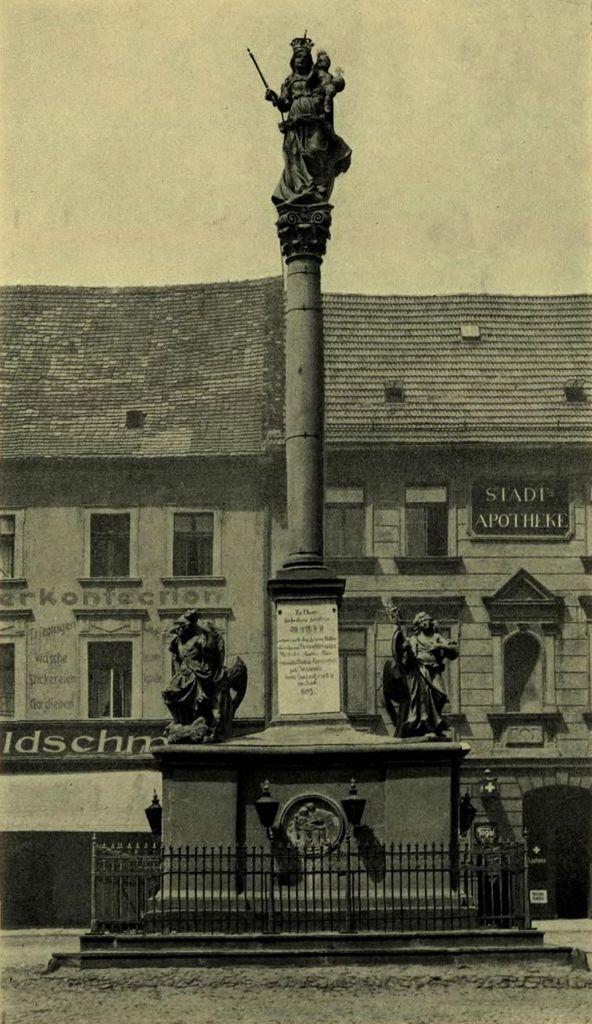 Stara pocztówka na której widnieje Kolumna Maryjna na Rynku w Prudniku.